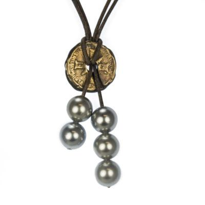 traveler pearl necklace